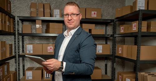 Online Shop Experte Norman Langer hilft Unternehmen Produkte über das Internet zu verkaufen.